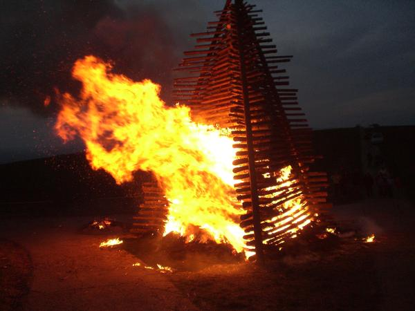 Osterfeuer in Evensen